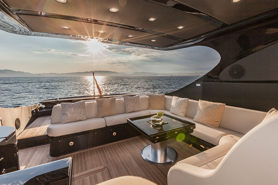 8 incredible boats from the cannes yachting festival. Black Bedroom Furniture Sets. Home Design Ideas